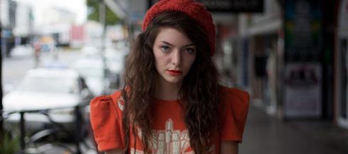 דיר לורד, היא רק בת 16 וכבר עושה לנה דל ריי